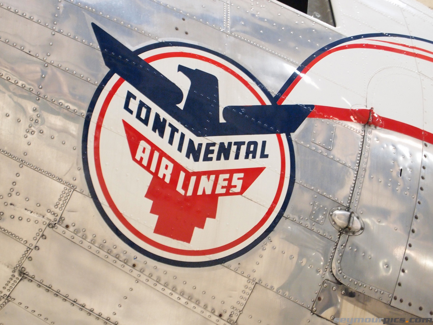 seymourpics-wallpaper-c47-continental-airlines_1400px.jpg
