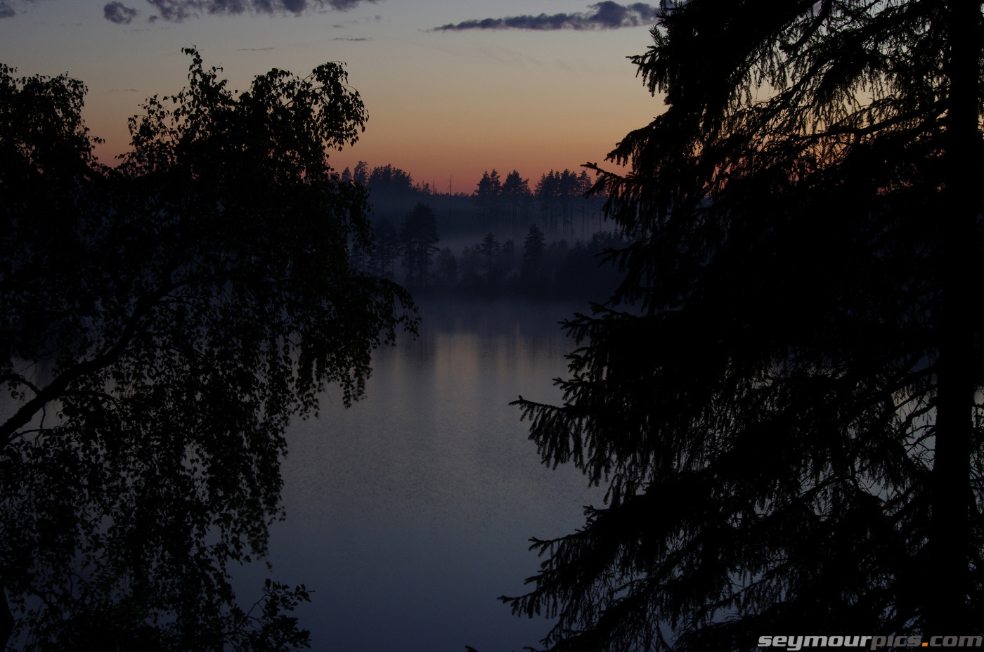 seymourpics-wallpaper-finland-lake-at-night_1400px.jpg