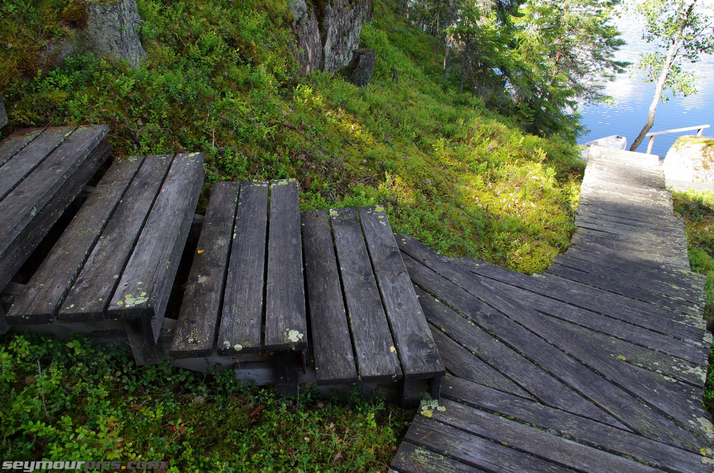 seymourpics-wallpaper-finland-steps-to-lake_1400px.jpg